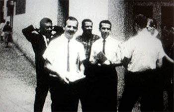 Oswald passing out FPCC leaflets in New Orleans